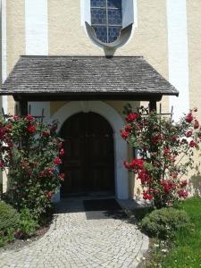 So muss eine Kirchentüre ausschauen, dann klappt's auch mit dem atheistischen Nachbarn. Vielleicht.
