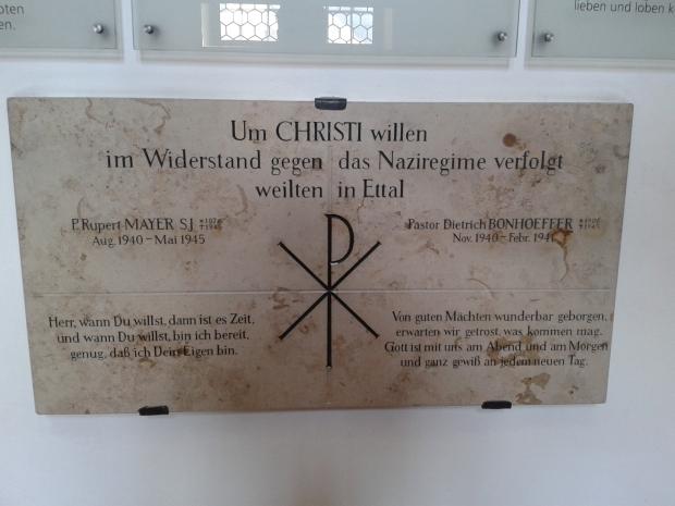 Die Gedenktafel für die beiden Märtyrer. Zwei in Ettal, unzählige anderswo...