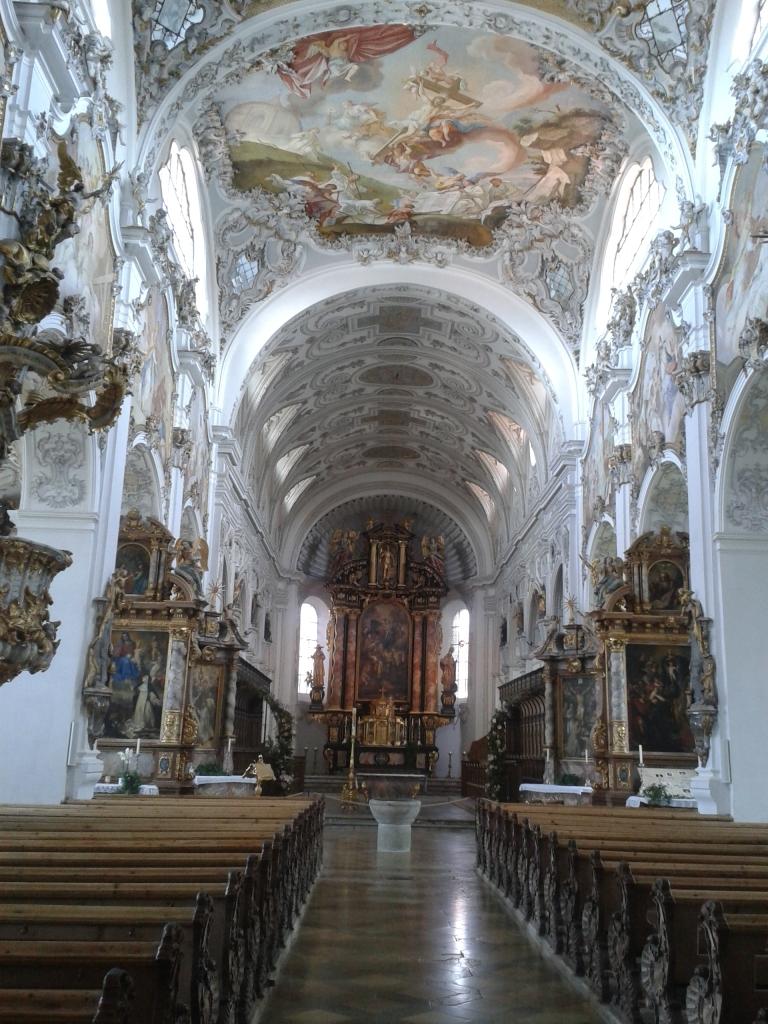 So was ist doch mal eine Pfarrkirche für eine 2700 Einwohner Gemeinde.