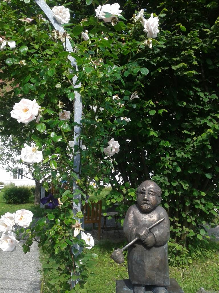 Sehr einladend der Eingang zum Klostergarten.
