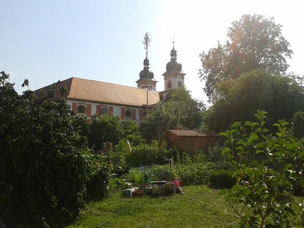 Im Klosterinnenhof liegen zahlreiche Bauerngärten.