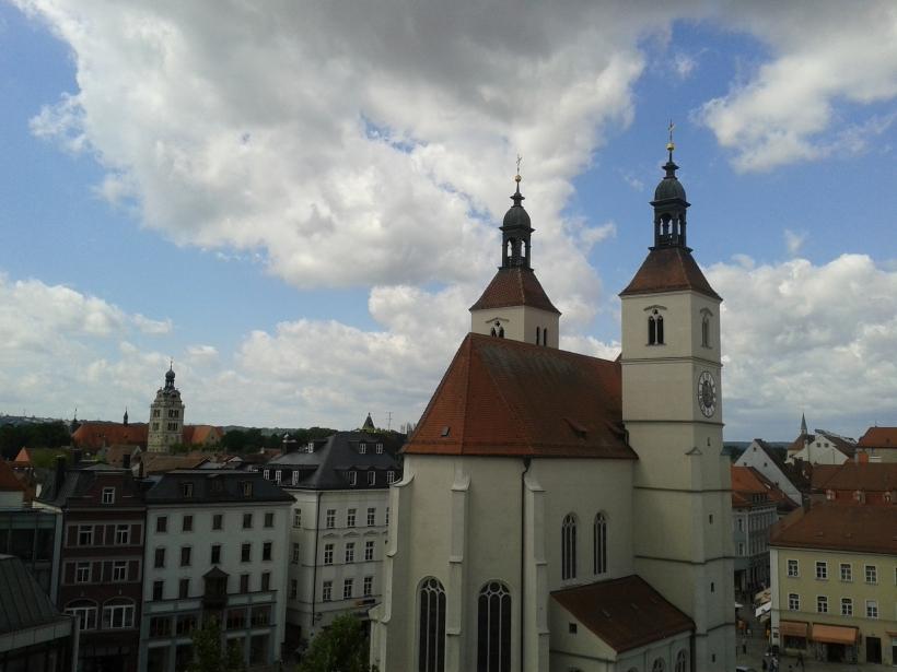 Links die Neupfarrkirche