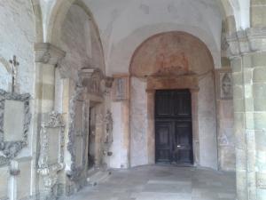 Der uralte Eingang zur Basilika.