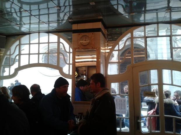 Die Gestaltung des (oder der?) Café Bar ist durchaus gediegen.