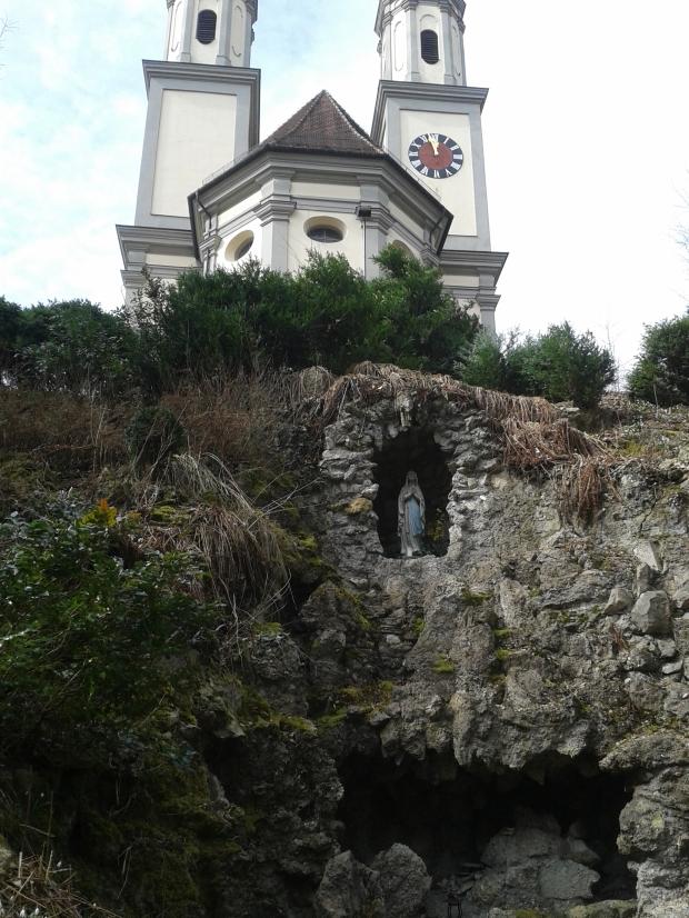 Kloster und Grotte.