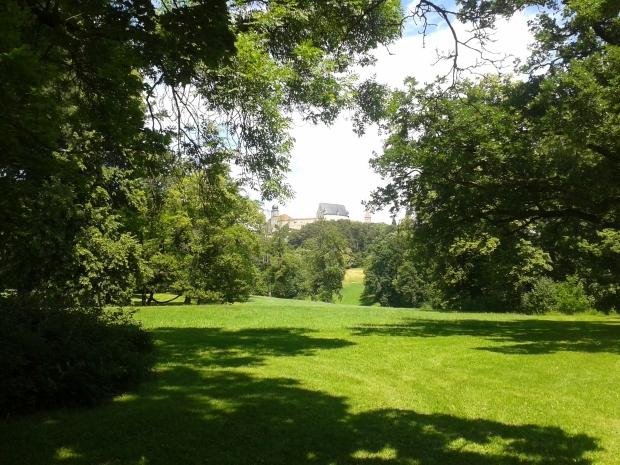Wie Englischer Garten nur steiler, mit mehr Aussicht und weniger Touris.