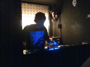 Dem DJ kann es in seinem Wandschrank schnell warm werden, wenn er dem Publikum einheizt