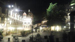 In den Wirtshäusern schenken sie Augustiner aus, in den Buden gibt's Nürnberger Bier.