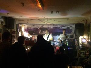 Unten im Keller hauen hanseatische Hamburger Harmonien
