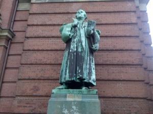 Nicht Shrek, der Türwächter, sondern ein gewisser Luther (vielleicht Lex Luther)