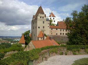 Mächtig steht sie über Landshut rum und passt auf, dass die ehemalige Haupststadt bayerisch bleibt