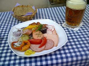 Die oberpfälzische Trias aus Zoigl, Wuascht und Broud. Mei, wos is des goud!