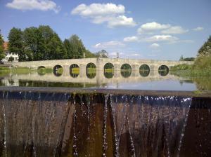 Die Ähnlichkeit zur steinernen Brücke ist ziemlich deutlich