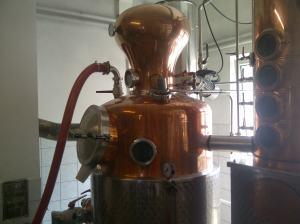 Nein, das ist nicht Kapitän Nemos Taucherausrüstung oder ein Steampunk-Cyborg, sondern eine Destille.