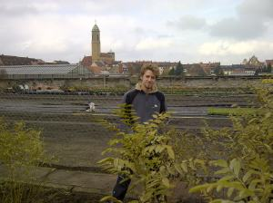 Junger Gärtner im jahrhundertealten Welterbe