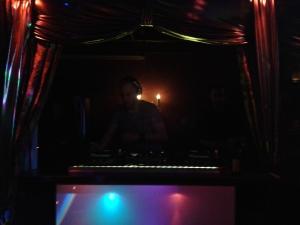 Dieser DJ hat keine Stimme mehr