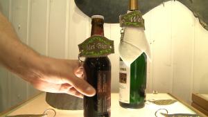 Die Bierflaschentracht ist die neueste Entwicklung