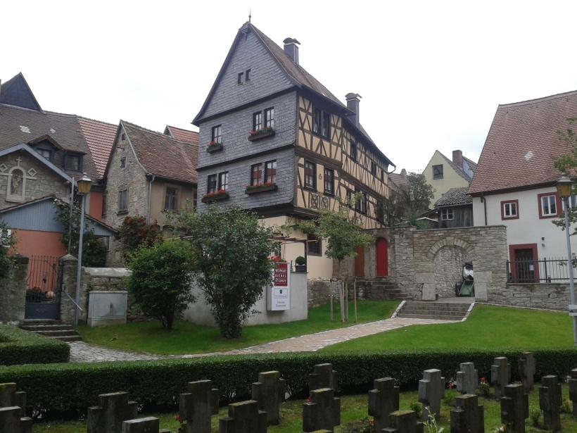 Frickenhausen ist nicht groß, ein Spaziergang lohnt sich allemal.