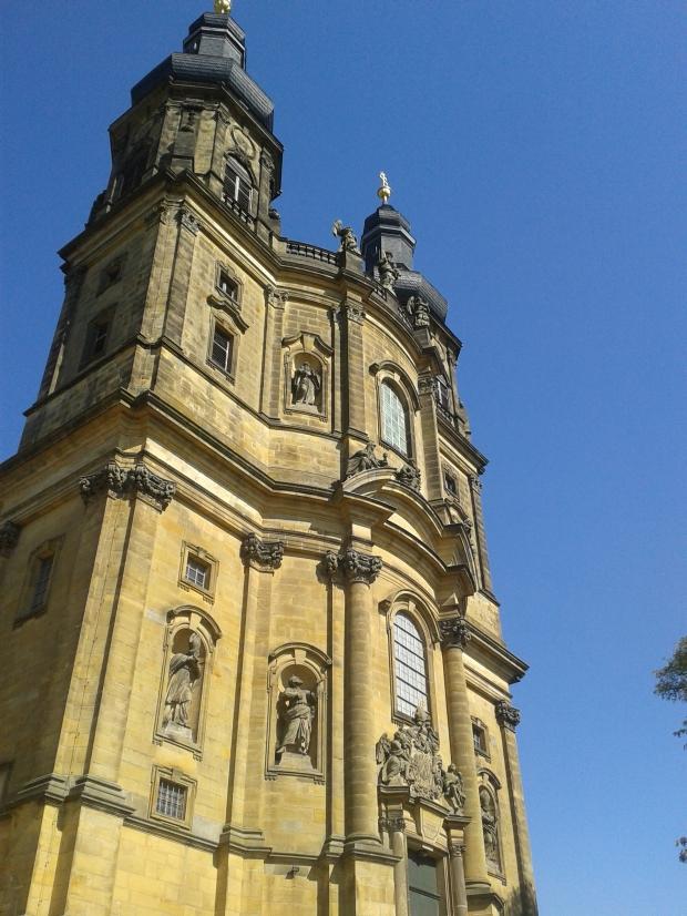 Die Klosterkirche von außen.