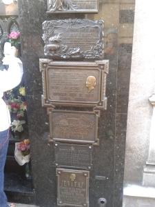 Zum Grab von Evita pilgern auch heute noch viele Anhänger.