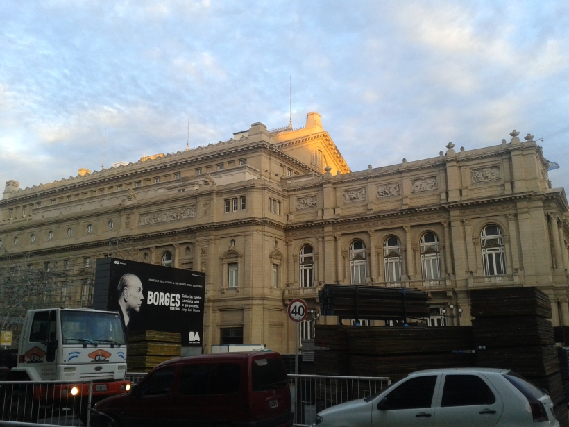 Das Teatro Colon wirbt mit Jorge Luis Borges, dem Nationaldichter.