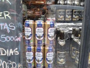 In Recoleta gibt es allerlei Feinkostgeschäfte. Was allerdings da unten den armen Argentiniern als feines deutsches Bier angepriesen wird...