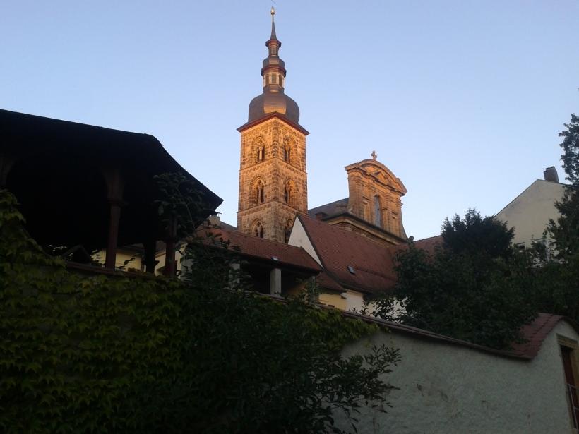 St. Stephan ist außen katholisch-barock, innen evangelisch-nüchtern.