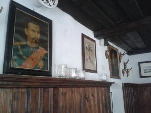 Im oberen Saal grüßen Ludwig II.