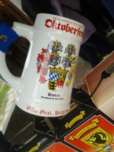 Der Bayern Fan-Kult drückt bei Details einige Augen zu, wer entdeckt die Fehler auf dem Krug?