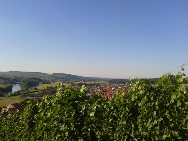 Und in der Ferne grüßt das mittlerweile abgeschaltete AKW Grafenrheinfeld.
