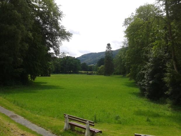 Die Aussicht in die Landschaft vor dem Kloster.