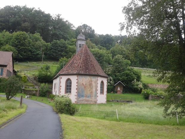 Die Kapelle Amorsbrunn. Das Wandegmälde zeigt den heiligen Christophorus.